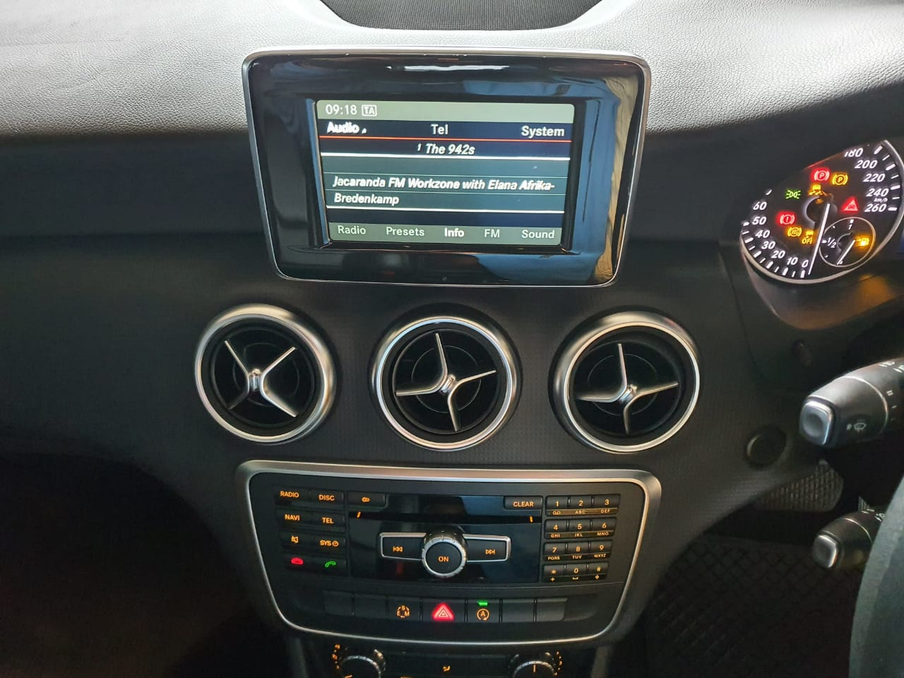 2015 MERCEDES BENZ A200 STYLE A/T full